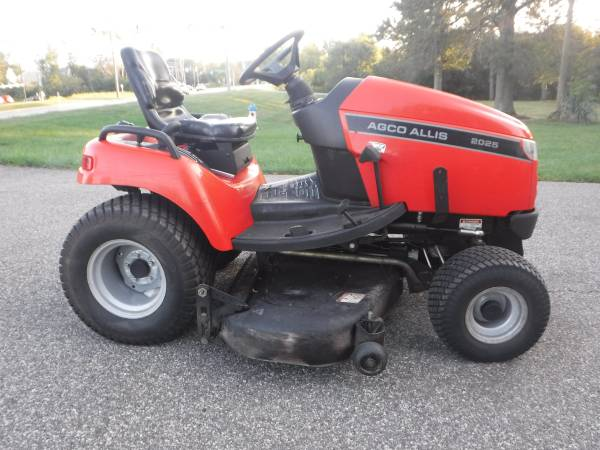 Photo SIMPLICITY LEGACY  AGCO 2025  25 HP 603939 CUT HD GARDEN TRACTOR (Lansdale)