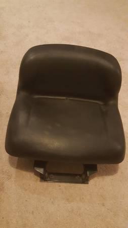Photo Simplicity Tractor Seat - $40 (Nazareth)
