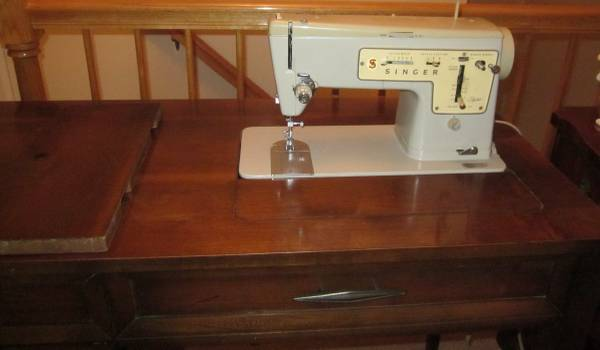 Photo Singer sewing machine with table - $120 (Morris County NJ)