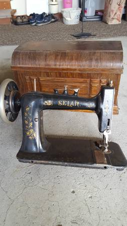 Photo VINTAGE SEWING MACHINE  Parts of cabinet - $1 (Quakertown)