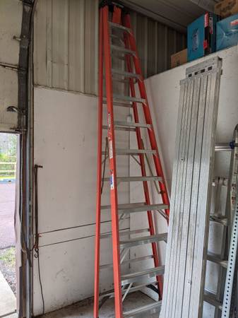Photo Werner 12 ft Fiberglass Step Ladder Like New - $200 (QUAKERTOWN)