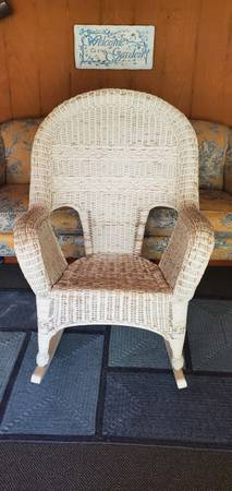 Photo White Wicker Rocking Chair (shabby chic look) - $75 (Hellertown, Pa)