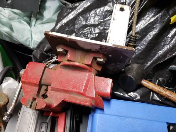 Photo Wilton receiver mounted bench vise - $100 (Allentown)