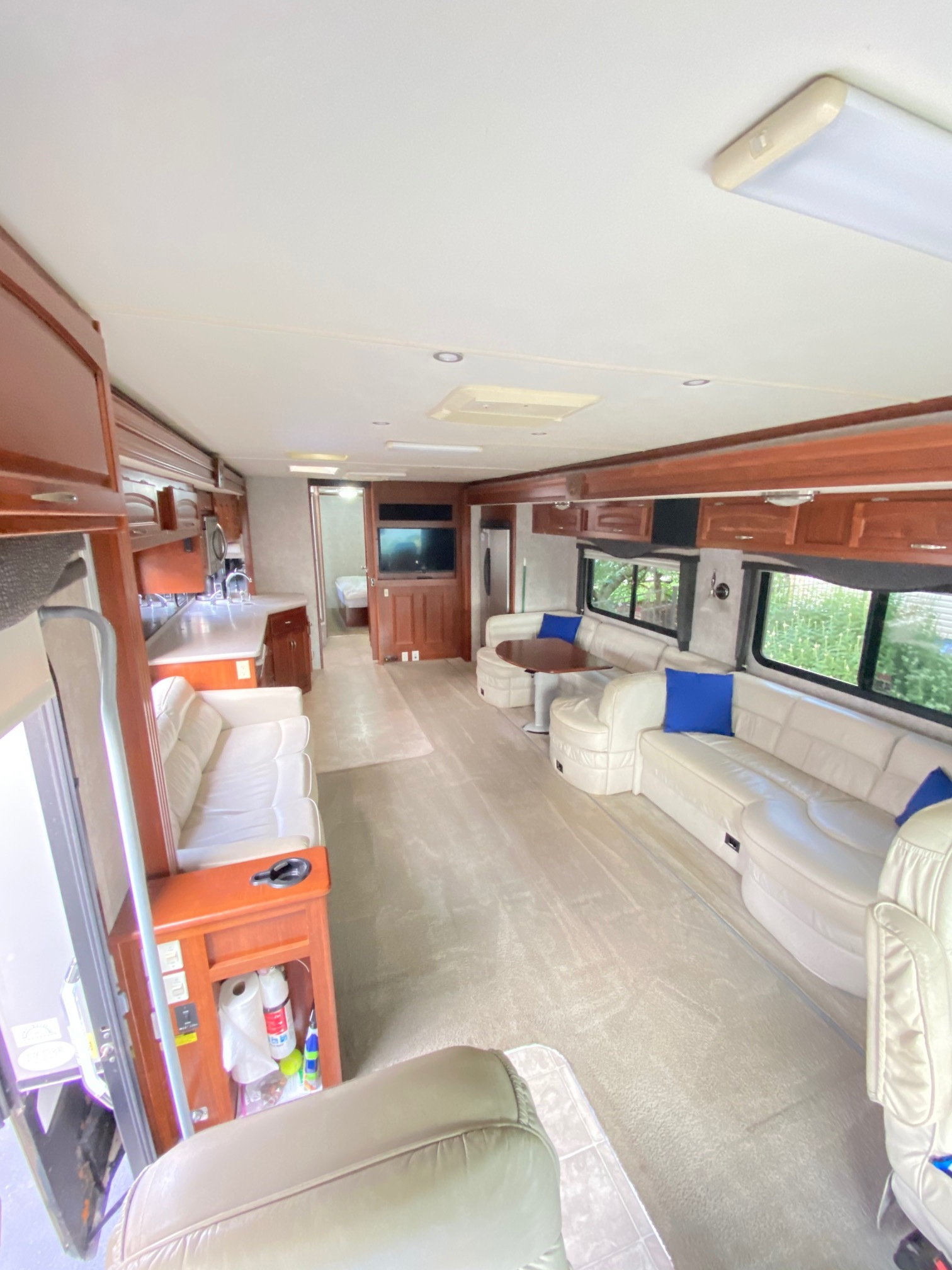Photo Used 2007 Fleetwood Class A RV  $67000