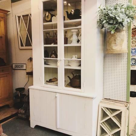 Photo antique white barnwood farmhouse hutch cabinet - $565 (Allentown)