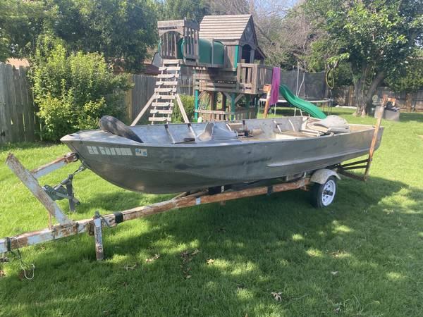 Photo 14 ft Jon Boat - No Title - $300 (Burkburnett)