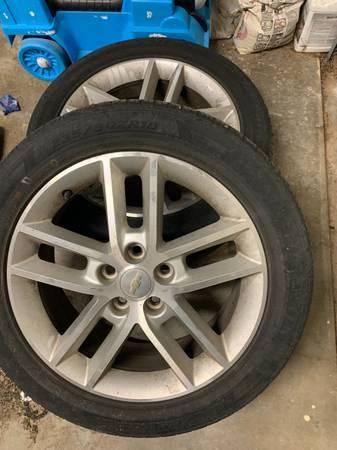 Photo 18 inch Chevy impala stock wheels  tires - $300 (Amarillo)