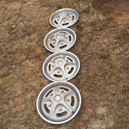 Photo 1979 Ford steel hubcaps - $275 (amarillo)