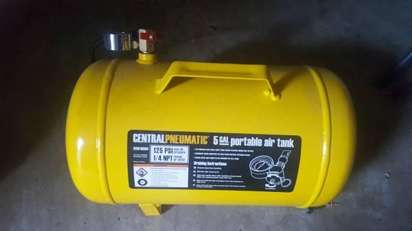 Photo CENTRAL PNEUMATIC 5 GALLON PORTABLE AIR TANK 125 PSI - $50 (Amarillo)