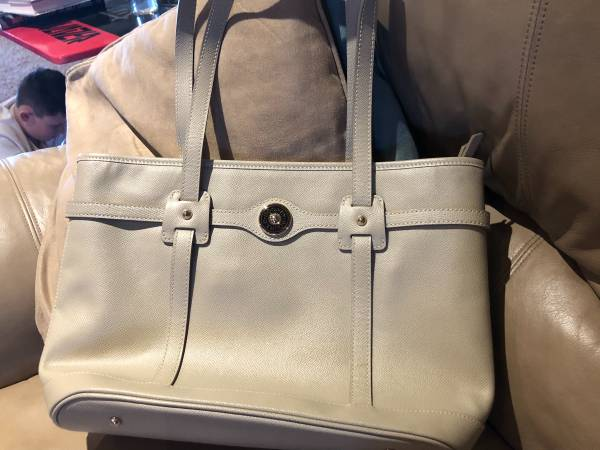 Photo Dooney and Bourke Handbag - $75