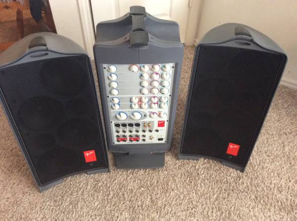 Photo Fender Passport Deluxe PD250 PA System. 250 Watts, effects, 6 Channel - $245 (Lubbock)