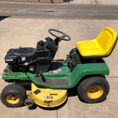 Photo John Deere STX38 Lawn Tractor with 38 Mower Deck - $750 (Amarillo)