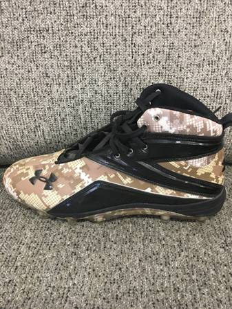 Photo NEW Under armor size 16 baseball cleats - $10 (Lubbock)
