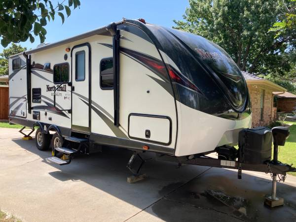 Photo North Trail 24 BHS Travel Trailer 2017 - $22,750 (Wichita Falls)