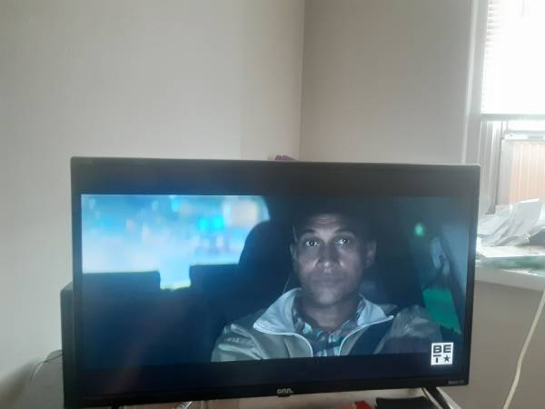 Photo On roku 32 inch smart tv great condition 6 months old - $100 (Amarillo)