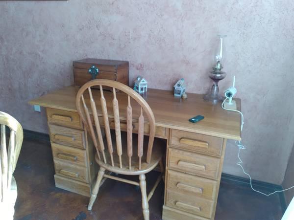 Photo Really Nice Solid Oak Desk - $275 (Amarillo)