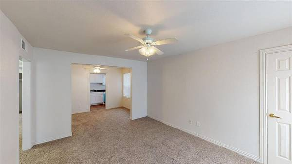Photo Refrigerator, Covered Parking, Customer Service Oriented