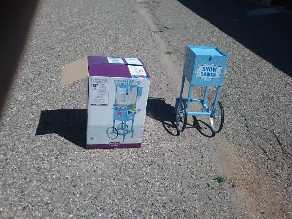 Photo Snow cone machine - $100 (Clovis)