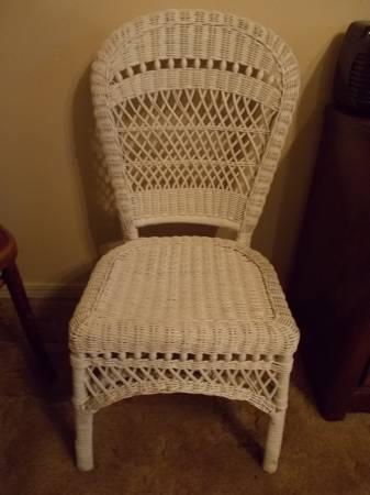 Photo White Wicker Chair - $45 (Amarillo)