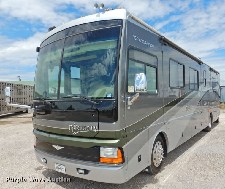 Photo Used 2006 Fleetwood Class A RV