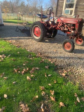 Photo 1953 Farmall Cub Tractor WFast hitch, Fast Hitch Dirt Plow  Complete - $1,150 (ashtabula)