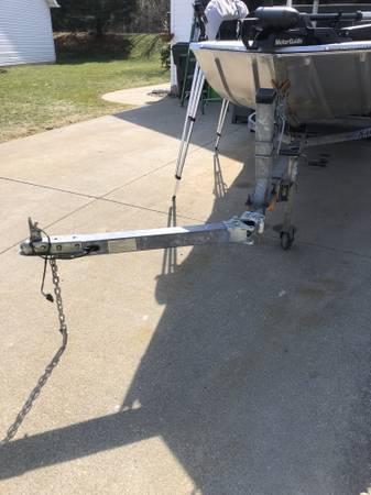 Photo 1990 Bass Tracker 1739 Bass Boat - $3,800 (Tallmadge)