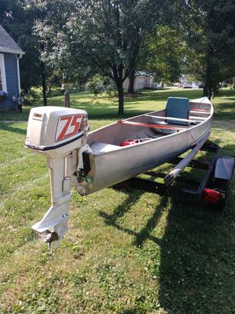 Photo 19 ft Grumman Freighter square back canoe - $1,600 (Navarre)