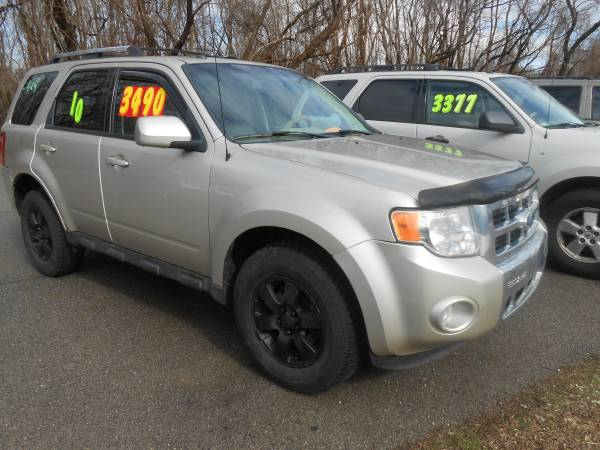Photo 2010 Ford Escape 4X4 - $3490 (PERRY OH)
