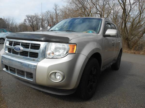 Photo 2010 Ford Escape 4X4 - $3490 (Perry-Oh)