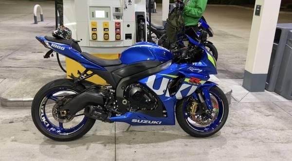 Photo 2015 Suzuki GSX-R 1000 - $8,990 (Maple Heights)
