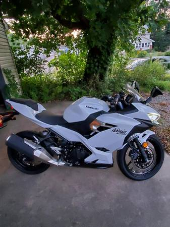 Photo 2020 Kawasaki Ninja 400 ABS - $4,750 (Massillon Ohio)