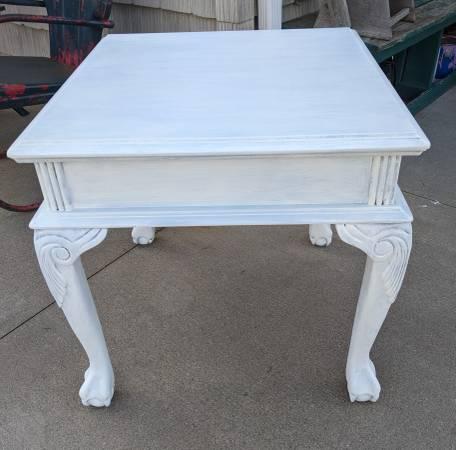 Photo Antique White End Table - $40 (Uniontown)