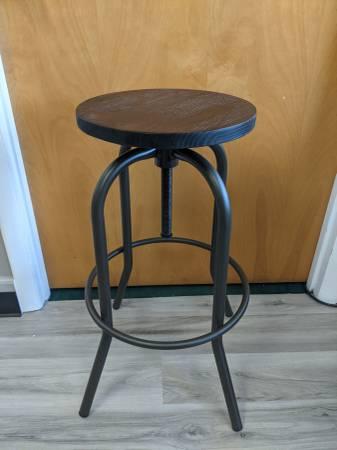 Photo BRAND NEW swivel adjustable bar stool - real Elm wood - steel frame - $75 (Ashtabula)