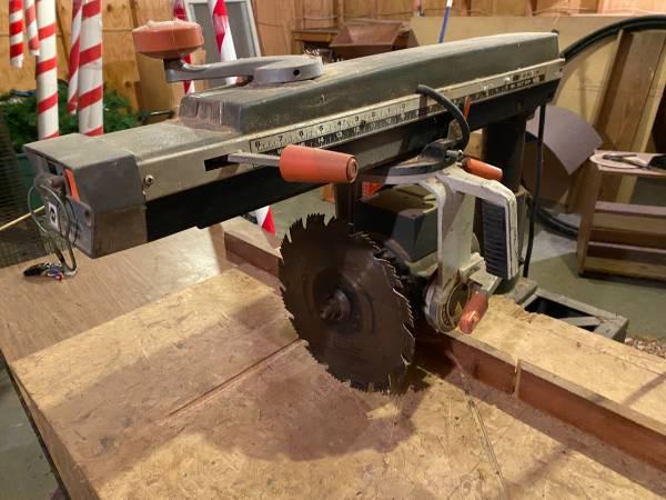 Photo Black and Decker Radial Arm Saw - $150 (Jefferson)