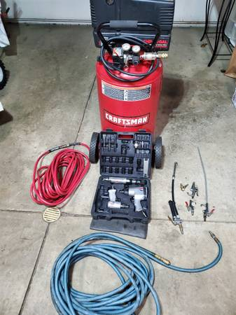 Photo CRAFTSMAN VERTICAL AIR COMPRESSOR WITH EXTRAS (CANTON NW)