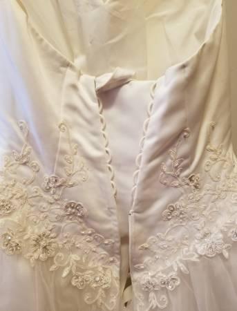 Photo David39s Bridal size 12 dress - $400 (Ashtabula)