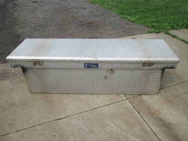 Photo Diamond Plate Aluminum Pick up Truck Bed Tool Box - $100 (Kent)