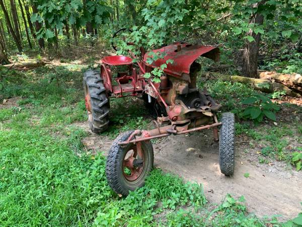 Photo Farmall A parts - $30 (Fenelton)