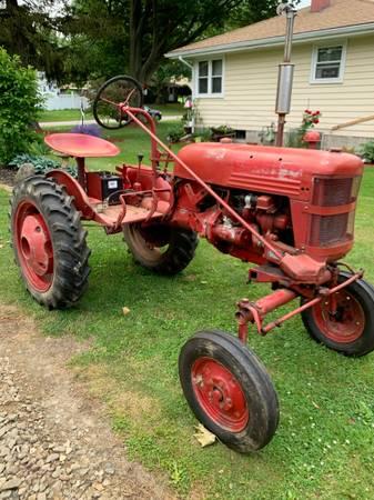 Photo Farmall Cub Tractor w Leveling  Grader Blade Assembly - $1,250 (ashtabula)