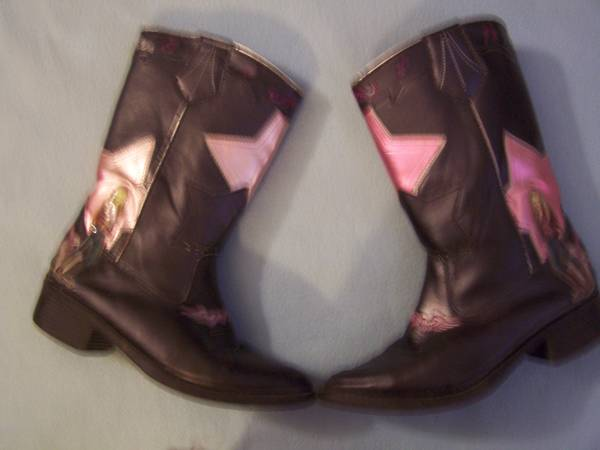 Photo Hannah Montana boots size 3 AND a Hannah cloth purse wshoulder straps (Painesville)