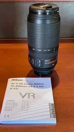 Photo Nikon 70-300 f4.5-5.6G zoom lens - $135 (North Canton)