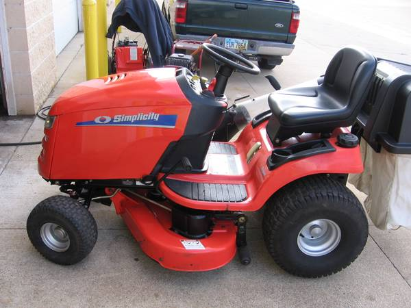 Photo SIMPLICITY RIDING MOWER LAWN TRACTOR - $1,975 (Hudson)