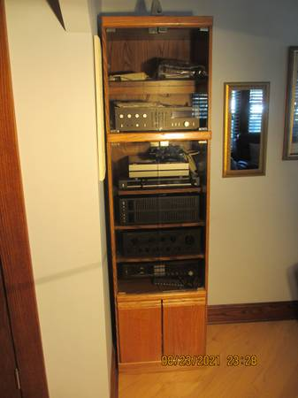 Photo Stereo cabinet with glass doors - $100 (Cleveland)