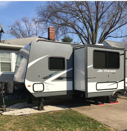 Photo Trailor  Jayco Travel - $20,000 (North Ilmsted)