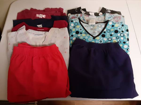 Photo Used scrubs lot of 9 - $21 (Centerville)