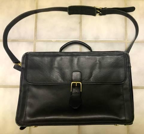 Photo Vintage Coach Black Leather 0537 Laptop Attache  Messenger Bag  Case (Akron)