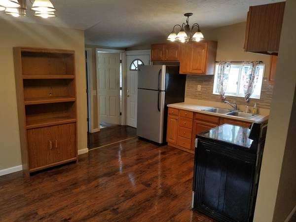 Photo house for rent (Conneaut near Dairy Queen)