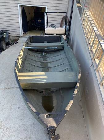 Photo 12 ft v-hull jon boat with trailer - $950 (TOCCOALAVONIA)