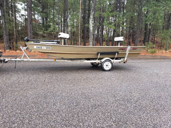 Photo 1648 G3 Jon Boat Fully Decked and Carpeted - $2500 (Royston)