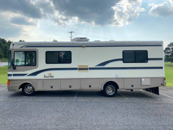 Photo 1997 Fleetwood Bounder Class A in excellent condition like new  - $17,500 (Atlanta)